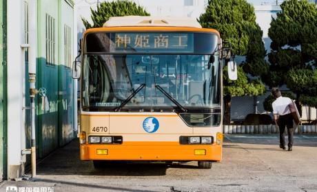 带您见识一款日本很特别的公交,前后门一级踏步,据说是唯一一辆