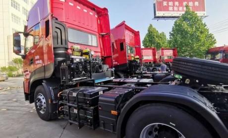 东风商用车首批东风天龙KL油电混合牵引车成功交付