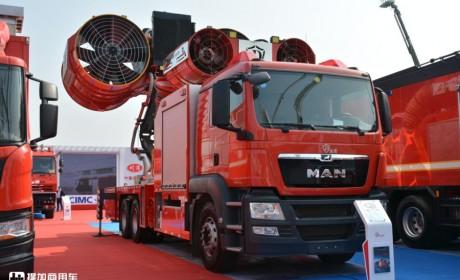 MAN底盘的大型排烟消防车实拍,翅膀式巨大抽烟机太震撼了