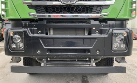 舒适性配置更高,红岩的旗舰自卸车,杰狮C500渣土车实拍!