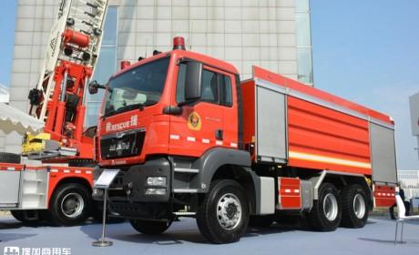 德国曼TGS底盘的马基路斯泡沫消防车实拍,3轴车做到了少见的33吨