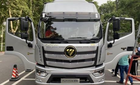 福田又发布了一款高端载货车,双卧铺自动档,后桥还配了空气悬架