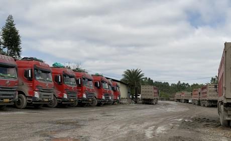 从渣土运输到经销商,拥有180多台自卸车,这位老板为何只选乘龙