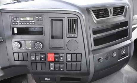 德龙X3000钜惠版牵引车:越努力,越幸运