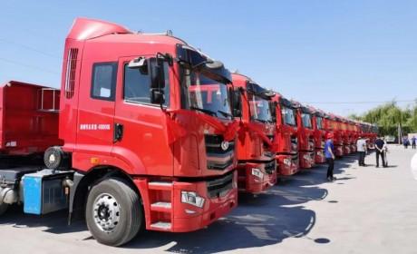 专为中短途砂石料运输打造,批量华菱汉马H7侧翻半挂车交付长春客户