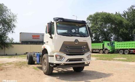 定制版重汽豪瀚N5G泵车底盘实拍,还是国六排放,性价比真高!
