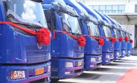 800辆解放J6L大方量载货车交付德邦快递,单车运营成本降低0.7元/公里!