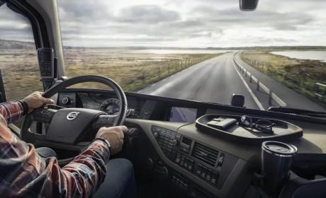 开车时,手机放哪最合适?