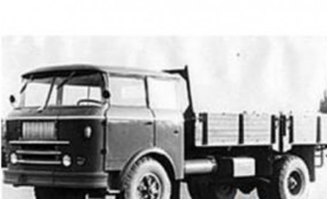 重汽黄河卡车卷土重来,造型科幻详细配置来了,价格到底多少?
