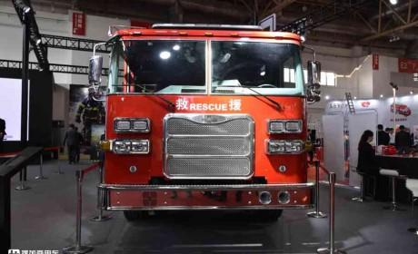 美式卡车不只有长头,平头美式卡车怎么样?实拍豪士科消防车告诉你