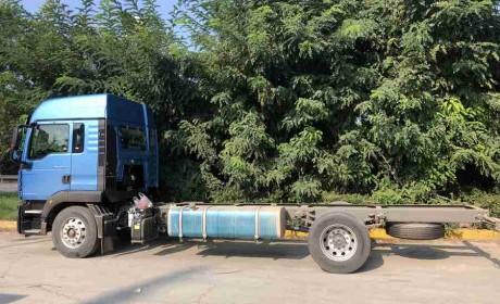 汕德卡6米8载货车来了,名字叫G5,高顶双卧配置高端又实用