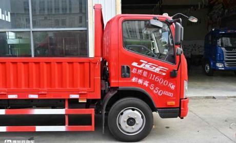轻卡又出神车型?大车厢能装载,超大尺寸的解放J6F轻卡实拍