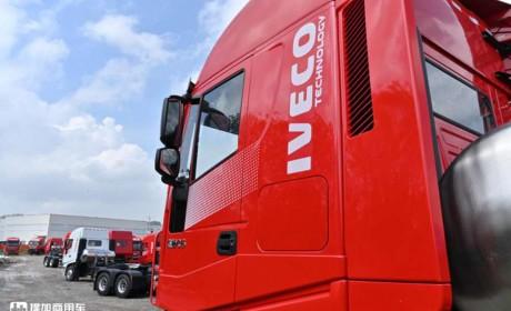 红岩杰狮C6燃气车实拍,整车轻量化三千公里长续航,上市就火了