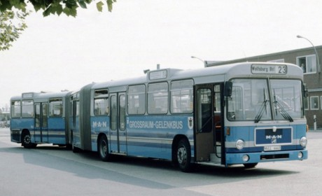 欧洲第一款双铰接巴士,可乘二百多人,曼恩双铰接柴油巴士科普