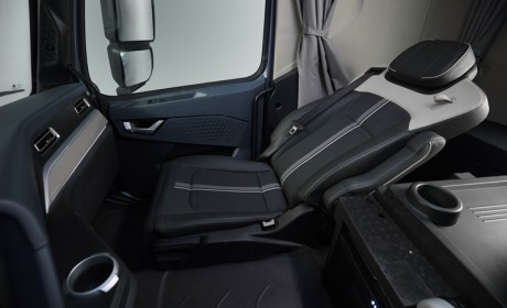 重汽豪沃新一代旗舰车型TH7上市,韩国现代新一代创虎重卡发布,10月卡车圈还有哪些大事?