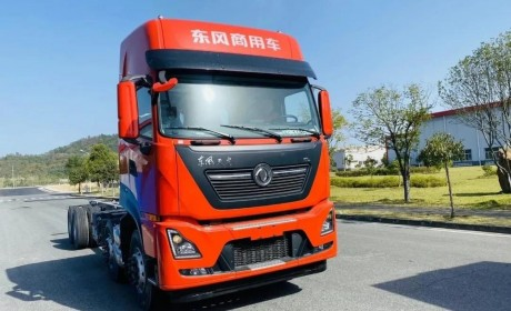 搭载龙擎动力的全新东风天龙KL 8x4自动挡载货车,你想要的都在这里