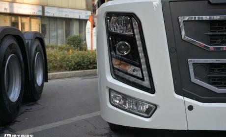 华菱的旗舰卡车到底长啥样?国六560马力自主三大件,外观造型真强悍