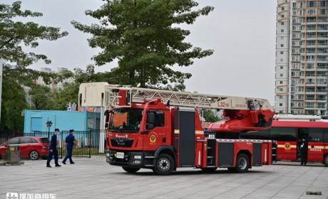 曼恩底盘前后桥都是气囊悬架,卢森堡亚云梯消防车实拍,装备真高级
