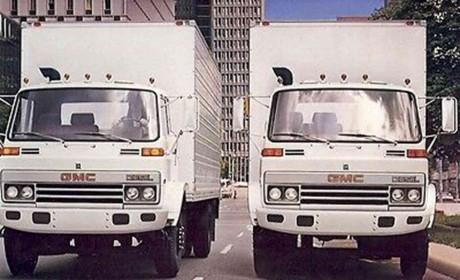 报废停车场的经典卡车,它被称为不死神车,27年车龄的五十铃840载货车实拍