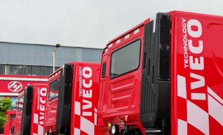 专属定制,底盘性能更可靠,100台红岩杰狮M500砂石料运输牵引车交付客户