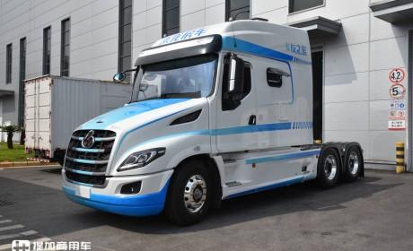 驾驶室加长75厘米,房车化配置的美式长头卡车来了,乘龙T7L智慧+房车实拍