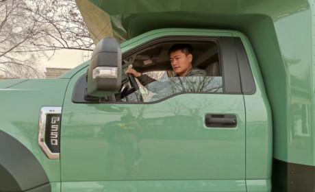 福特F550皮卡底盘打造,越野与享受生活两不误,阿莫迪罗锐行者越野房车实拍