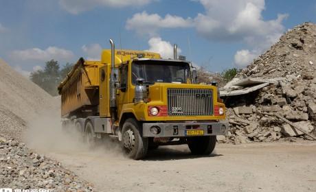 达夫早年产的长头卡车,产量极少,一辆车龄近40年的NTT3300的故事