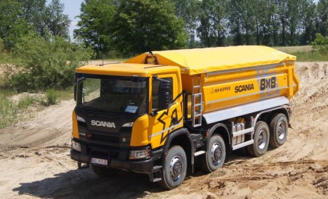 8X8全驱还是手动挡,斯堪尼亚在波兰推出的新一代P系XT自卸车,性能真暴力