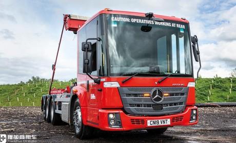 应用公交车门的低入口卡车到底怎么样?请看英国媒体对奔驰Econic的评测报告
