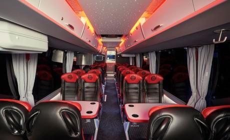 带您看几台服役于欧洲顶级足球队的曼恩lion's coach豪华巴士