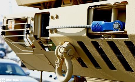 改变的真多,已看不到原车痕迹,卡塔尔订购的依维柯Trakker 8×8军卡实拍