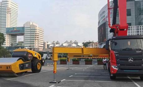 三一红65米泵送车亮相首届北斗规模应用国际峰会