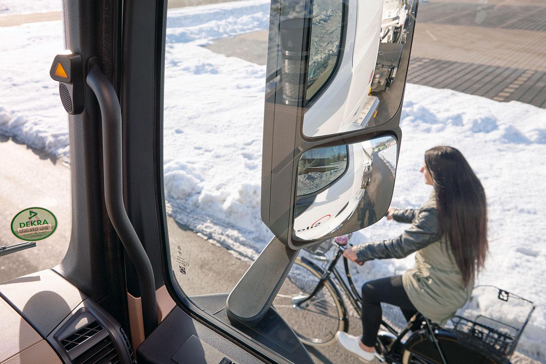 您被这张卡车盲区图片刷屏了吗,真有那么大?卡车盲区知识全科普